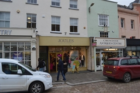 564 SF High Street Shop for Rent  |  23 Market Place, Cirencester, GL7 2NX