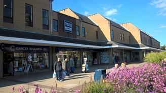 971 SF Shopping Centre Unit for Rent  |  Unit 30, Princess Of Wales Shopping Centre, Dewsbury, WF13 1NH