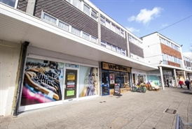 724 SF Shopping Centre Unit for Rent  |  Unit 19 Broadway Shopping Centre, Plymstock, PL9 7AU